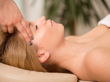 Beauty Therapist Online Bundle, 2 Certificate Courses