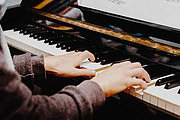 Play the Piano - Beginners Video Online Bundle, 3 Certificate Courses